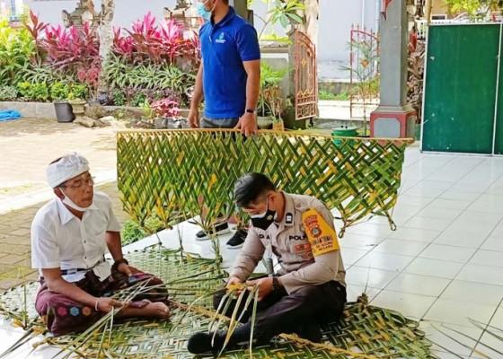 Nusabali.com - persiapan-piodalan-di-kantor-lurah-bhabinkamtibmas-ngulat-kelabang