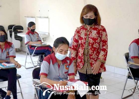Nusabali.com - dinas-ketenagakerjaan-gelar-pelatihan-tata-rias