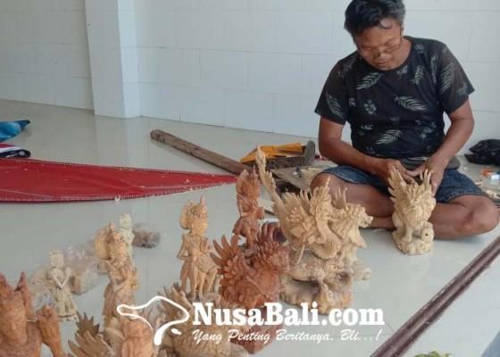 Nusabali.com - wisatawan-sepi-pesanan-lokal-bantu-pematung