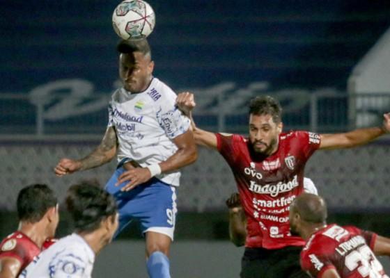 Nusabali.com - 10-pemain-bali-united-tahan-persib-2-2