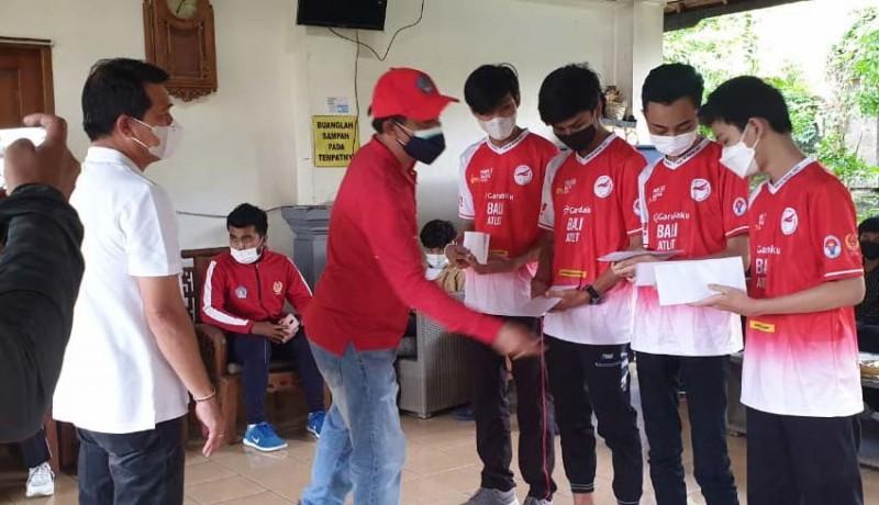 www.nusabali.com-bupati-suwirta-bekali-uang-saku-8-juta-untuk-tim-esport-klungkung-yang-tembus-final-pon
