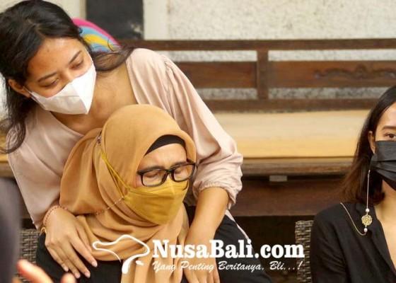 Nusabali.com - ajukan-penangguhan-penahanan-istri-zainal-tayeb-siap-jadi-penjamin