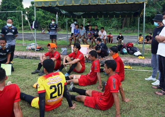 Nusabali.com - tampil-di-liga-3-klungkung-siap-benahi-lapangan-pau