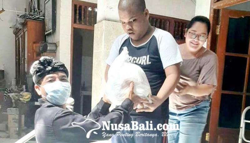www.nusabali.com-desa-adat-kuta-bagikan-sembako
