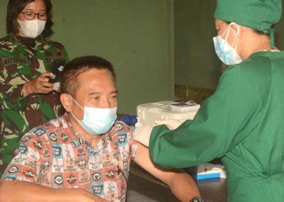 Nusabali.com - kodam-ixudayana-gelar-vaksinasi-lansia-door-to-door