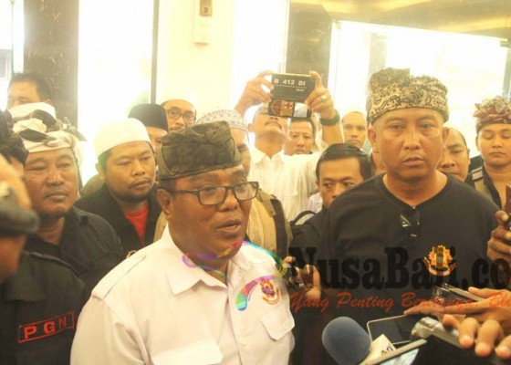 Nusabali.com - dugaan-fitnah-jubir-fpi-dilaporkan-ke-polda-bali