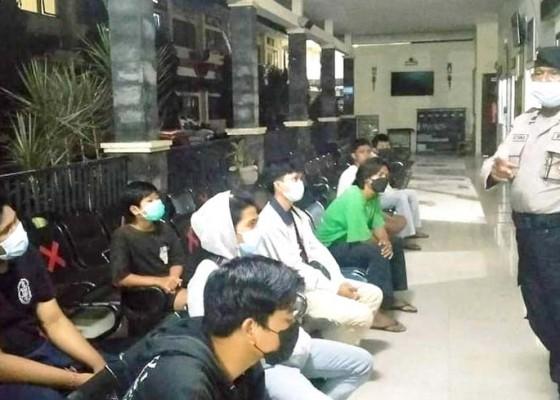Nusabali.com - polisi-bubarkan-balap-motor-pelajar