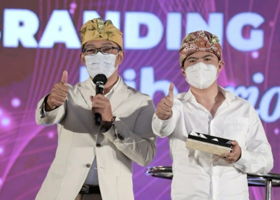 Nusabali.com - jadi-juru-lelang-produk-umkm-bali-ridwan-kamil-bukukan-ratusan-juta-rupiah