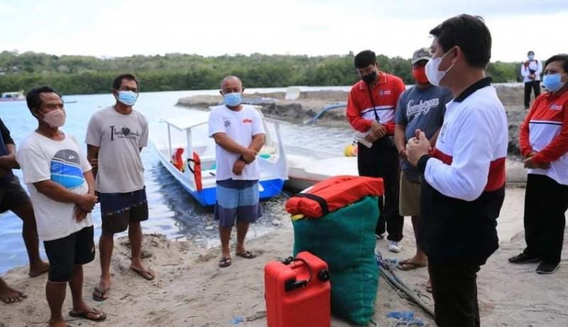 www.nusabali.com-2-kelompok-nelayan-nusa-penida-terima-bantuan-jukung