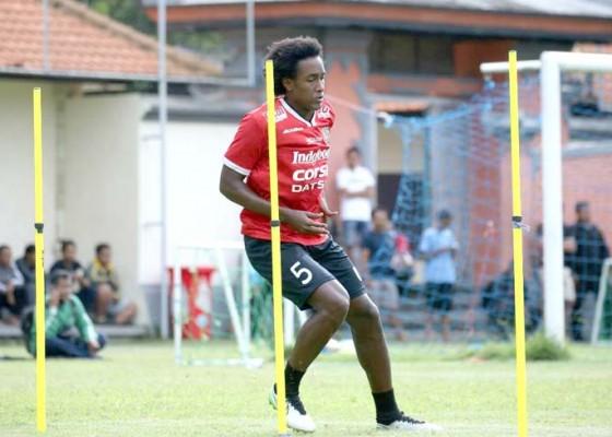 Nusabali.com - bali-united-berburu-dua-pemain-asing