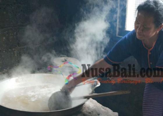 Nusabali.com - perajin-gula-dawan-terancam-punah