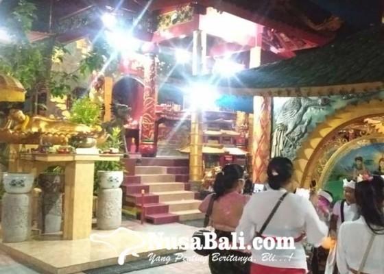 Nusabali.com - rahinan-purnama-kapat-bertepatan-anggara-kasih-kulantir-dan-kajeng-kliwon-umat-hindu-haturkan-sembah-di-pura