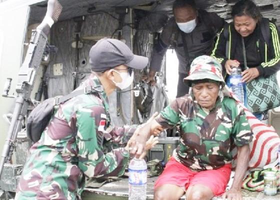 Nusabali.com - indonesian-army-evacuates-civilians-from-kiwirok
