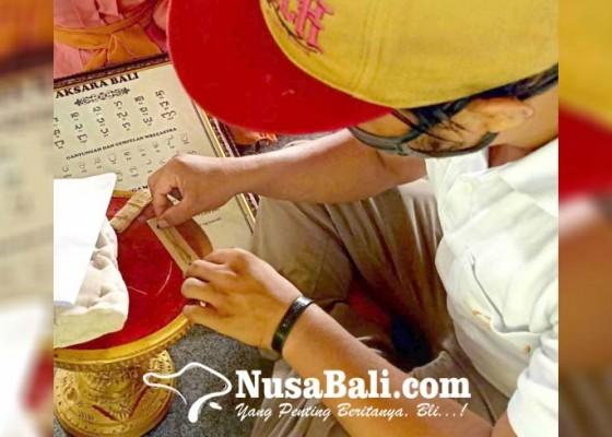 Nusabali.com - yayasan-gaia-belajar-mengolah-daun-rontal