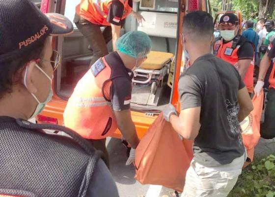Nusabali.com - tabrak-mobil-parkir-mr-x-hanyut-lalu-tewas