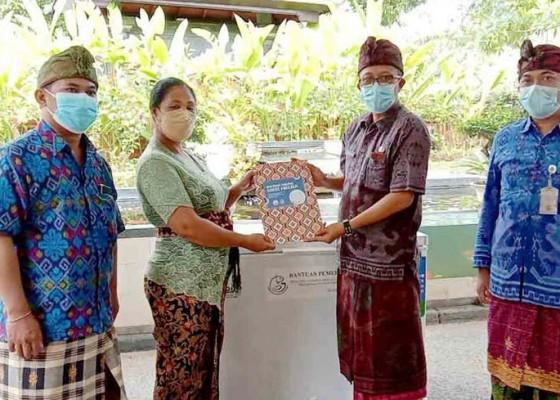 Nusabali.com - dkpp-salurkan-bantuan-chest-freezer
