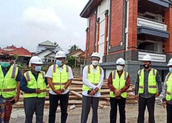 Nusabali.com - stafsus-presiden-tinjau-proyek-asrama-stahn-mpu-kuturan
