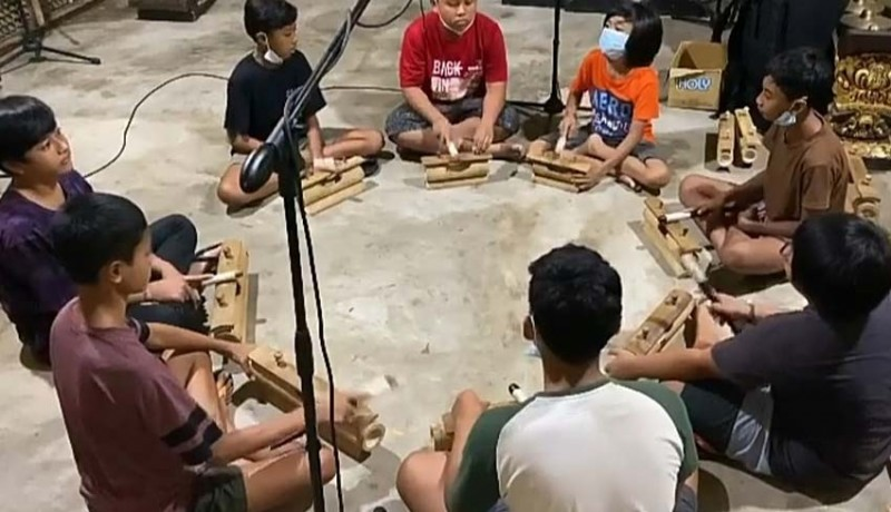www.nusabali.com-reklik-instrumen-musik-baru-karya-i-gusti-ngurah-hari-mahardika