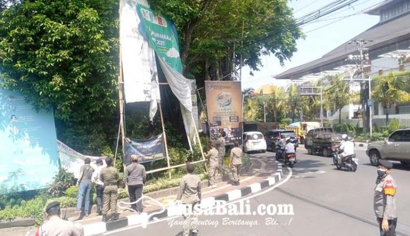 www.nusabali.com-puluhan-spanduk-baliho-dan-banner-langgar-aturan-diberangus