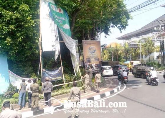 Nusabali.com - puluhan-spanduk-baliho-dan-banner-langgar-aturan-diberangus