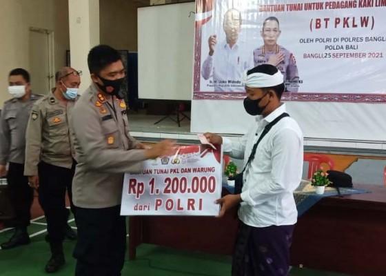 Nusabali.com - puluhan-pkl-dan-pemilik-warung-terima-rp-12-juta