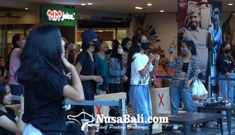 www.nusabali.com-seru-bts-army-di-bali-gelar-kopdar-jelang-konser-online-bts