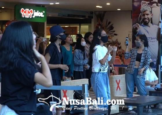 Nusabali.com - seru-bts-army-di-bali-gelar-kopdar-jelang-konser-online-bts