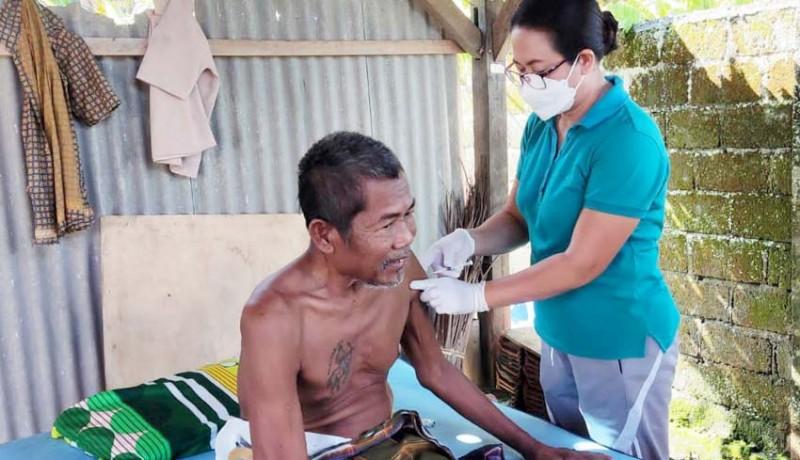 www.nusabali.com-vaksinasi-door-to-door-sasar-warga-disabilitas