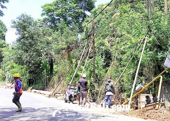 Nusabali.com - pengerukan-drainase-warning-light-roboh
