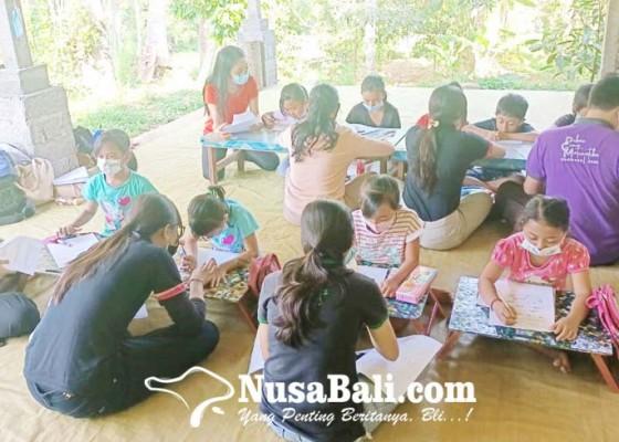 Nusabali.com - tcg-bantu-siswa-di-desa-bebetin-belajar-matematika-dan-bahasa-inggris