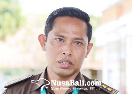 Nusabali.com - datangi-kejari-buleleng-prajuru-desa-adat-anturan-laporkan-kasus-lpd