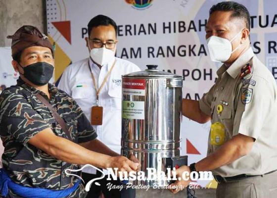Nusabali.com - subak-wana-asri-terima-bantuan-alat-olah-singkong