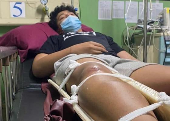 Nusabali.com - disetrum-lalu-kakinya-diinjak-sampai-patah