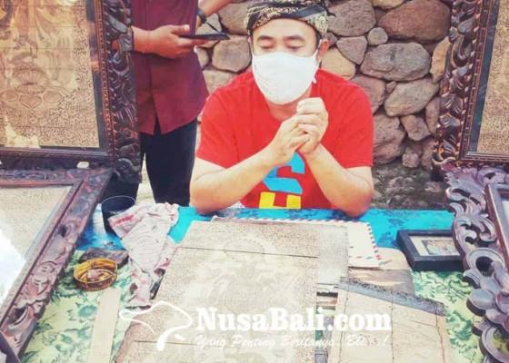 Nusabali.com - tidak-laku-pelukis-daun-rontal-konsisten-berkarya
