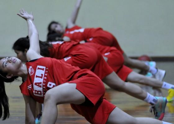 Nusabali.com - tim-basket-putri-bali-kalahkan-jawa-barat-56-47