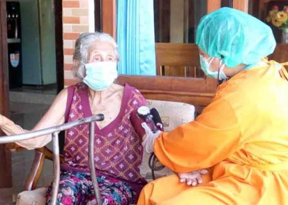 Nusabali.com - vaksinasi-door-to-door-sasar-lansia-dan-penyandang-disabilitas