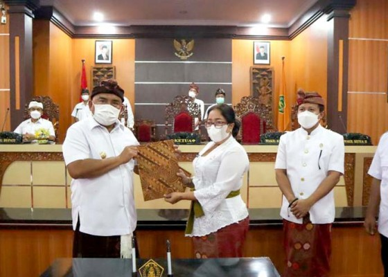 Nusabali.com - dprd-pemkab-jembrana-sahkan-perda-apbd-perubahan-2021