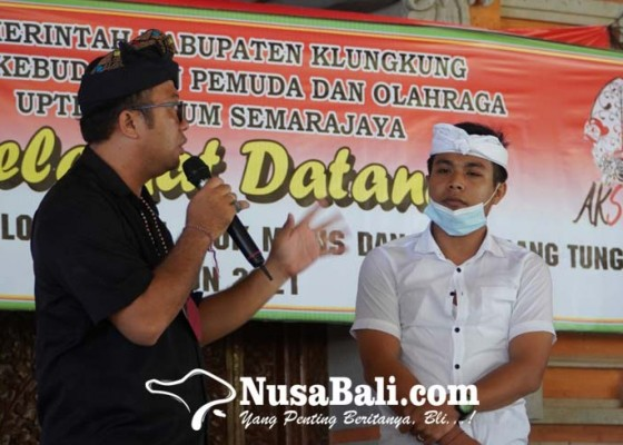 Nusabali.com - seniman-dedy-tompel-ingatkan-pakem-tari-jauk-manis