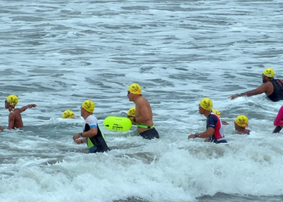 Nusabali.com - perenang-lokal-dan-wna-ikuti-bali-ocean-swim-di-pantai-kuta