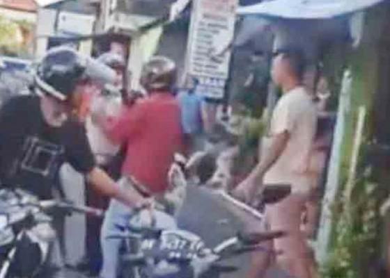 Nusabali.com - empat-pria-keroyok-satpam-di-pemogan
