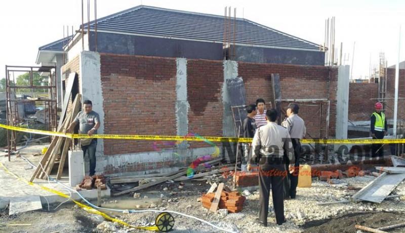 www.nusabali.com-jatuh-saat-kerjakan-vila-buruh-proyek-tertusuk-besi-dari-dagu-tembus-kepala