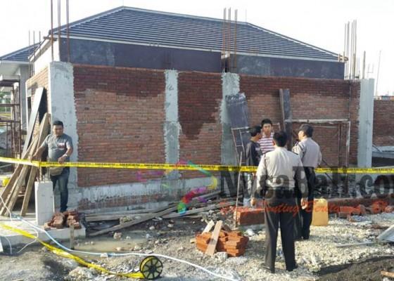 Nusabali.com - jatuh-saat-kerjakan-vila-buruh-proyek-tertusuk-besi-dari-dagu-tembus-kepala