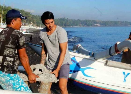 Nusabali.com - aktivis-tenggelamkan-100-unit-terumbu-karang