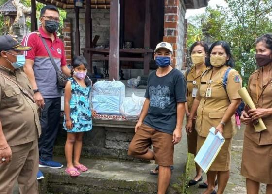 Nusabali.com - 20-anak-yatim-piatu-terima-bantuan-p3a