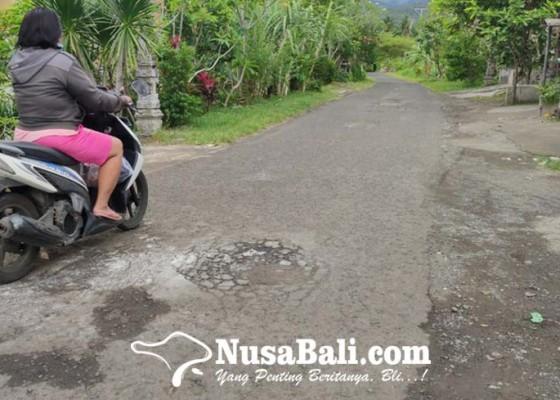 Nusabali.com - 27381-kilometer-jalan-kabupaten-di-jembrana-kondisinya-rusak