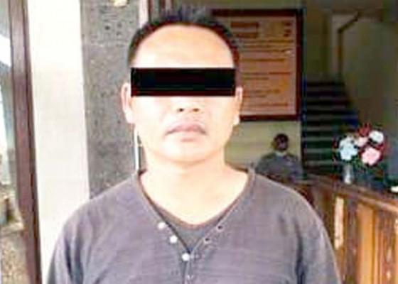 Nusabali.com - tak-terima-dilaporkan-selingkuh-ancam-pelapor-pakai-golok