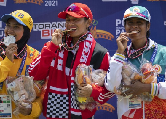Nusabali.com - emas-lagi-maria-londa-pecahkan-rekor-lompat-jangkit-pon