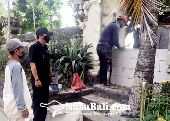 Nusabali.com - pedagang-tolak-penutupan-akses-masuk-pantai-kuta