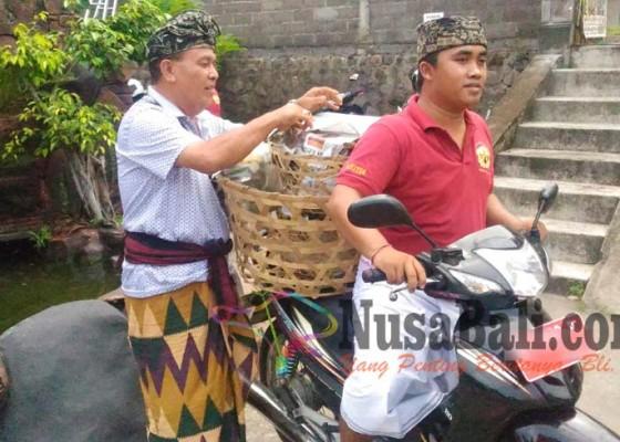 NUSABALI com - Nganyut Puspa Lingga, Jalan Kaki 13 Km