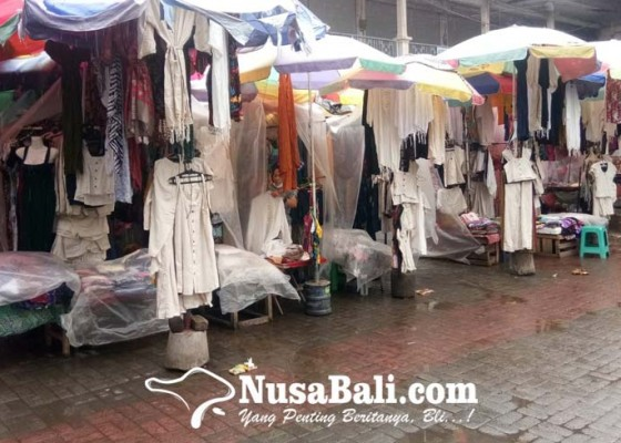 Nusabali.com - pasar-ubud-menunggu-efek-dibukanya-penerbangan-internasional-ke-bali